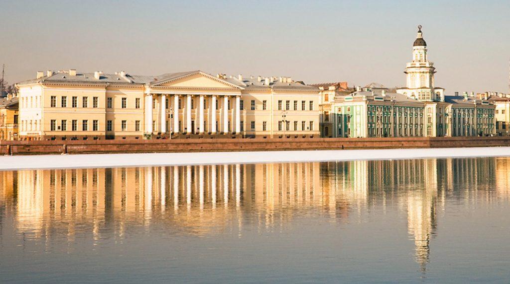 Кунсткамера Санкт-Петербург - вид на музей с набережной